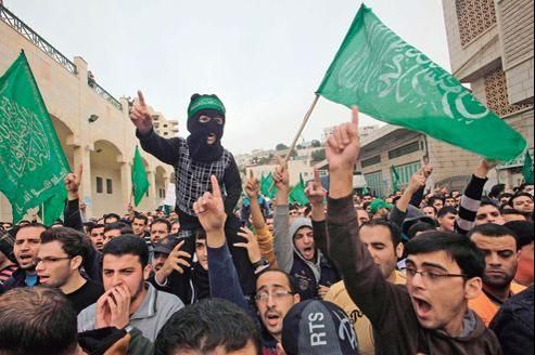 Manifestation de soutien au Hamas, mercredi à Hébron en Cisjordanie.