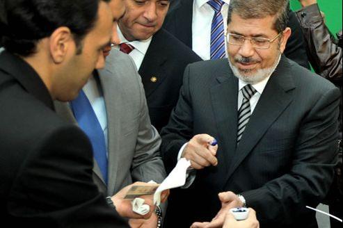 La victoire électorale de Mohammed Morsi, qui votait la semaine dernière pour le référundum à Héliopolis dans la banlieue du Caire, donne plus de forces à l'idéologie de la confrérie des Frères musulmans.