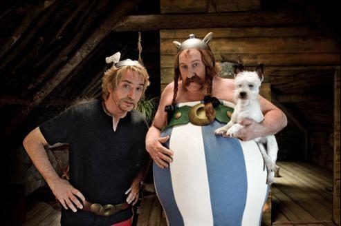 Édouard Baer et Gérard Depardieu dans <i>Astérix au service de Sa Majesté</i>.