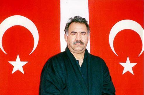 Incarcéré depuis 1999 et vénéré par des millions de Kurdes en Turquie mais aussi en Syrie, en Iran et en Irak, Öcalan est désormais considéré comme «un acteur clé» par Ankara