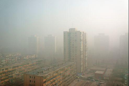 Pékin, lundi, alors que le nuage de pollution commencait à se dissiper.