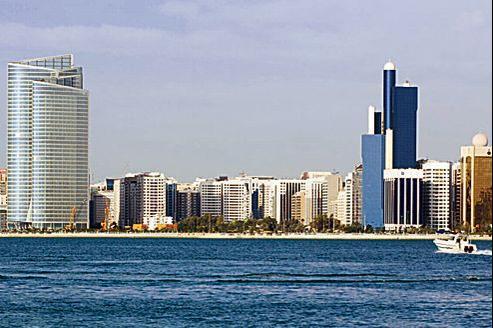Vue d'Abu Dhabi et ses gratte-ciel aux lignes signées des meilleurs architectes.