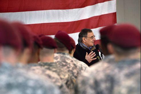 Leon Panetta s'adresse aux hommes de la 173e Airborne, jeudi, à Vicenza en Italie. Le secrétaire américain à la Défense, en tournée en Europe, a confirmé le soutien des États-Unis à l'opération militaire entamée par les Français au Mali.
