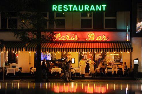 Le bistro Paris Bar s'est installé dans le quartier de Charlottenburg, un quartier de l'ancien Berlin-Ouest où se retrouvent des expatriés français.