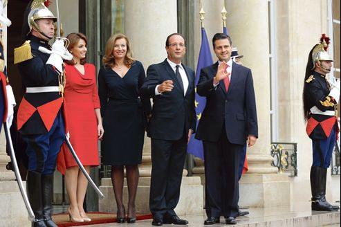 François Hollande et sa compagne Valérie Trierweiler ont reçu, le 17 octobre dernier, le président mexicain Enrique Pena Nieto, accompagné de sa femme.