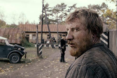 Sergei Loznitsa filme au plus près des corps, à quelques centimètres de l'humain (ici Vladimir Svirskiy dans le rôle principal).