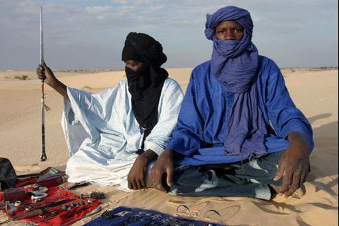 Leur surnom d'«hommes bleus», les Touaregs le doivent au turban indigo qui ceint leur tête et déteint sur leur visage.