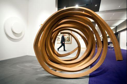 Bernard Venet. Two Indeterminate Lines, à l'honneur de l'édition 2012, à Maastricht.