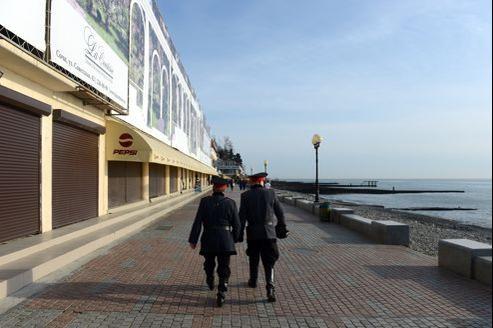 Les dirigeants russes ont déclaré que les Jeux, qui auront lieu dans un an, seront les plus chers de l'histoire avec un coût dépassant les 50 milliards de dollars (37,5 milliards d'euros). Tout est à construire dans cette station balnéaire loin des pics neigeux.
