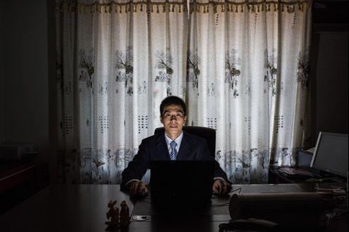 Zhu Ruifeng, autoproclamé journaliste-citoyen, dit de son travail: «Je suis en guerre». Il poste des vidéos compromettantes pour démasquer des fonctionnaires corrompus.
