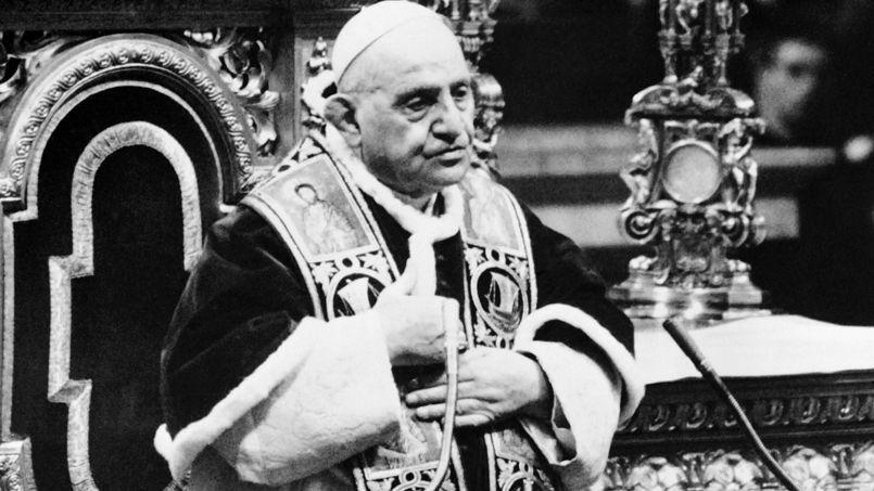 Le pape Jean XXIII lors du discours de clôture de la première session de Vatican II en décembre 1962 dans la basilique Saint Pierre de Rome.