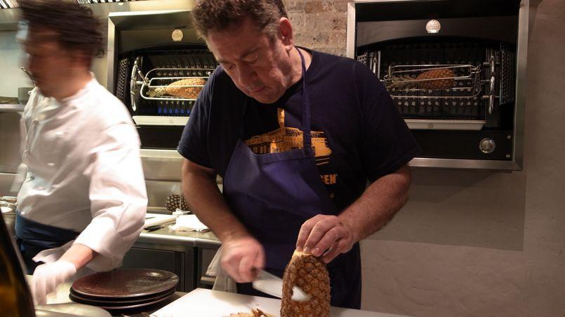 Bruno Verjus, gastronome lettré qui fait la part belle aux produits, livre une cuisine elliptique, druidique, minérale.