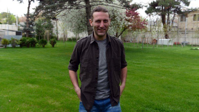 Pierre Borghi dans les jardins de l'ambassade de France à Kaboul, le 12 avril, quelques jours après avoir faussé compagnie à ses geôliers.