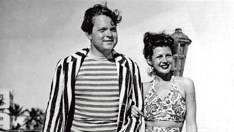 Orson Welles et Rita Hayworth, jeunes mariés (ci-dessus), à Miami Beach en Floride, en 1943.