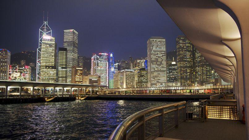 La place financière de Hongkong est au centre d'un marché de 3,5milliards d'habitants accessible dans un rayon de cinq heures de vol, ce qui a conduit la plupart des grands groupes français à y installer leurs sièges régionaux.