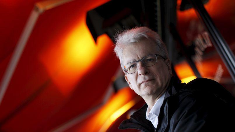 Dominique Bourg est philosophe et vit à Lausanne depuis près de dix ans. Il a été l'un des rares de sa génération à s'intéresser aux sujets écologiques.