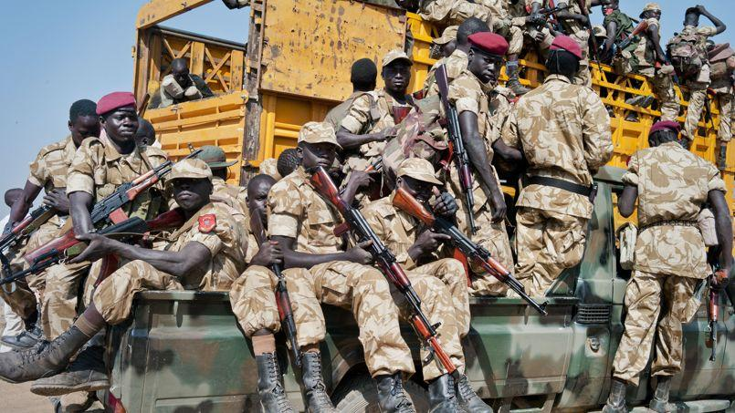 Des soldats du gouvernement, le 13 janvier, en route pour la ville de Bor.
