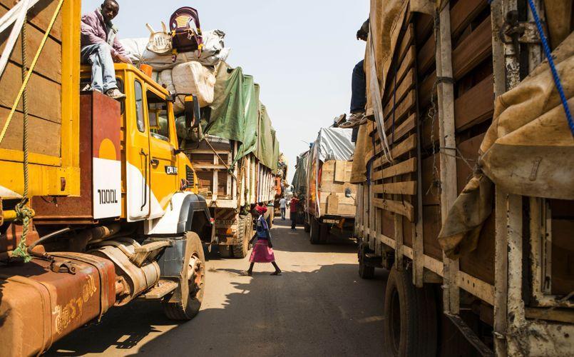 Des musulmans fuient la capitale centrafricaine dans un convoi de plus de 100 véhicules, vendredi 14 février à Bangui.