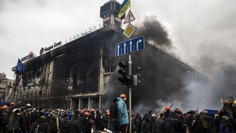 Les derniers étages de la Maison des syndicats, à Kiev, tenue par les manifestants jusqu'à mercredi, ont été le siège des membres de Pravyi Sektor.
