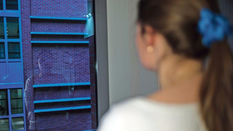 Anna, 18 ans, étudiante en hypokhâgne, en attente de naturalisation française (ici photographiée dans les locaux du Figaro).