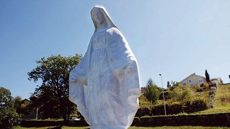 À Publier, en Haute-Savoie, la statue de la Vierge Marie est au cœur d'une bataille juridique ubuesque.