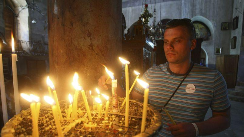 Contrairement à leurs coreligionnaires de Bethléem (ici, un chrétien dans l'églisede la Nativité, le 19 mai), les chrétiens de Galilée n'accueilleront pas le Pape.