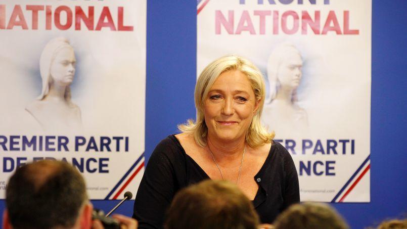 Marine Le Pen attend les résultats des élections européennes, dimanche soir au siège du Front national à Nanterre.