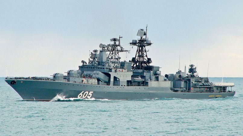La frégate de lutte anti-sous-marine Amiral Levchenko mouille au large de Fos-sur-Mer depuis le 20 juin.