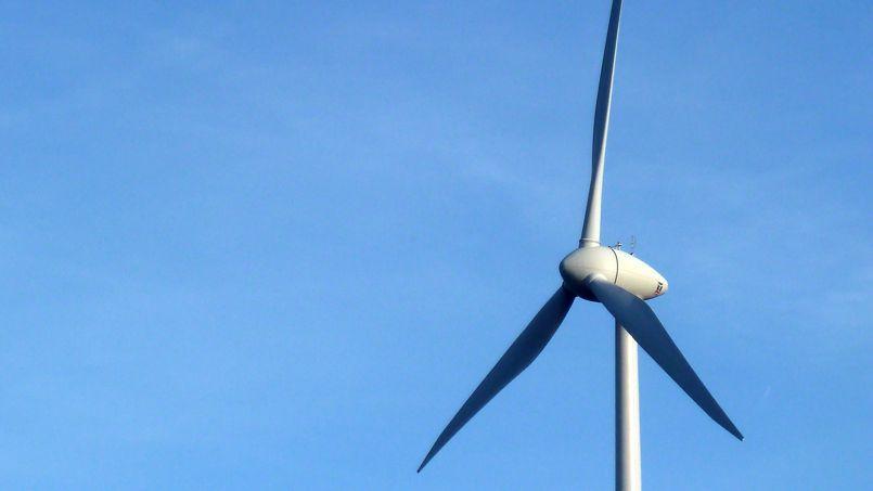 Une éolienne en Normandie.
