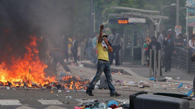Scène de guerilla dans les rues de Sarcelles, dimanche, à l'occasion d'une manifestation propalestinienne.