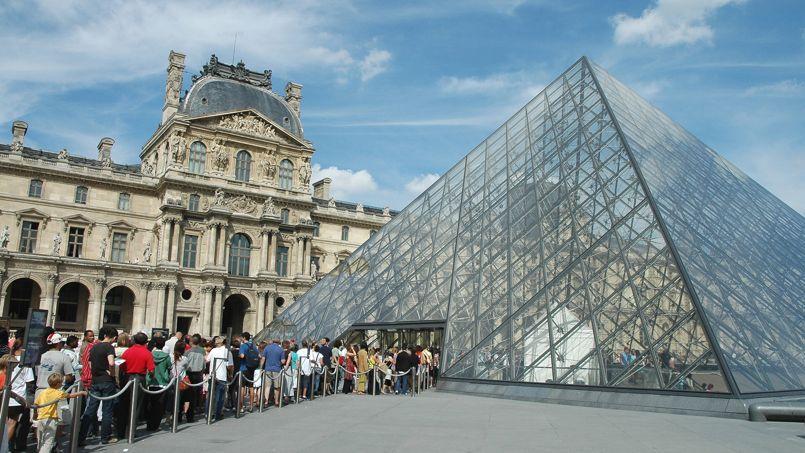 Le Musée du Louvre a accueilli 9,2 millions de visiteurs en 2013. C'est le troisième site culturel le plus visité de Paris, derrière la cathédrale Notre-Dame et la basilique du Sacré-Cœur.
