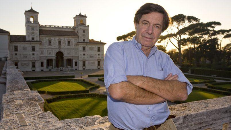 Richard Peduzzi, devant la Villa Médicis qu'il a dirigé de 2002 à 2008
