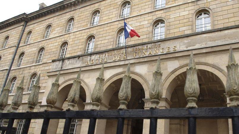 Selon l'institut Montaigne, les 4,4milliards d'euros en 2013 de recettes de l'ISF ne représenteraient que le quart du manque à gagner par le fisc, sur la TVA ou l'impôt sur le revenu qui ne rentrent plus du fait des expatriations fiscales.
