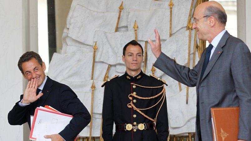 Nicolas Sarkozy et Alain Juppé, à la sortie d'un conseil des ministres en juillet 2011.
