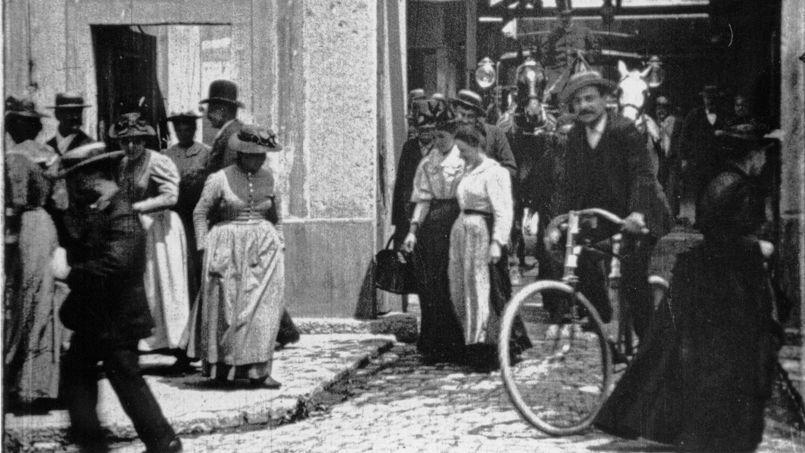 La «Sortie de l'usine» Lumière à Lyon en 1895.