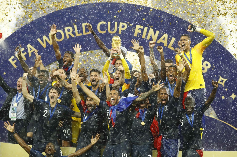 http://i.f1g.fr/media/ext/1500x1125/sport24.lefigaro.fr/var/plain_site/storage/images/football/coupe-du-monde/russie-2018/actualites/france-croatie-les-plus-belles-images-de-la-finale-de-la-coupe-du-monde/champions-du-monde/24619640-1-fre-FR/Champions-du-monde.jpg