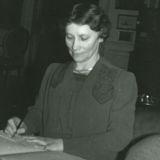 Daisy en train de travailler aux archives familiales, le 10 février 1942. La photo est prise par Franklin Roosevelt. <i>(Crédit: FDRPLM)</i>