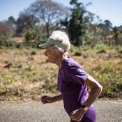 21 km en 2h05 : une grand-mère de 85 ans affole les chronos du marathon
