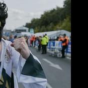 Il bat le record du monde du marathon déguisé en Elvis Presley