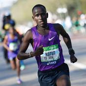 Les Kényans dominent le 40e marathon de Paris placé sous haute surveillance