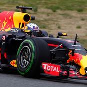 Daniel Ricciardo étrenne la Red Bull RB 12
