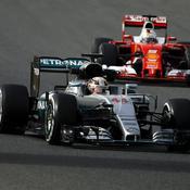 La McLaren de Hamilton devant la Ferrari de Vettel, un classique de l'année dernière