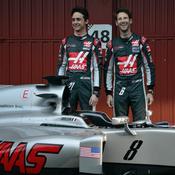 Romain Grosjean et Esteban Gutierrez, tout heureux devant la VF-16 du Haas F1 Team