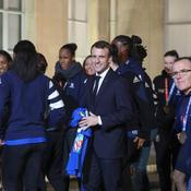 Emmanuel Macron, maillot équipe de France