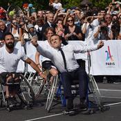 Emmanuel Macron mouille la chemise