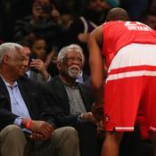 Oscar Robertson, Bill Russell et Kobe Bryant (de dos)