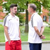 Nando De Colo en discussion avec Vincent Collet