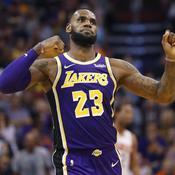 Curry fait son show, première pour James avec les Lakers
