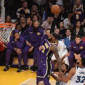 Le smash surpuissant de LeBron James
