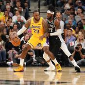 LeBron et les Lakers engrangent, Antetokounmpo claque 50 points